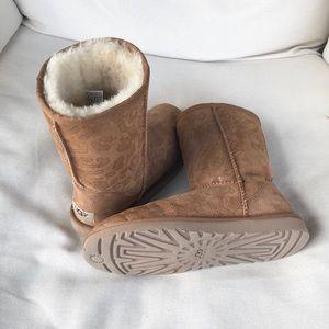 UGG Shoes - Classic UGG Boots